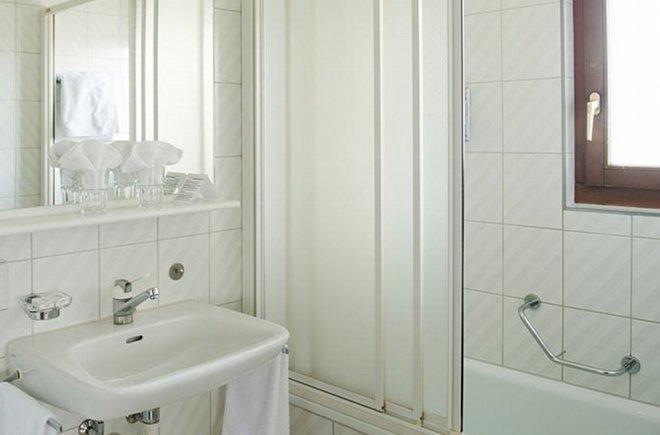 Sauberes Badezimmer im Alpha