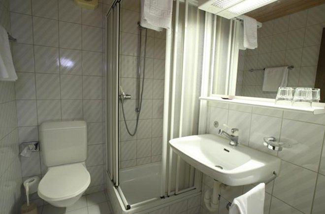 Im Alpha haben alle Zimmer eine Dusche