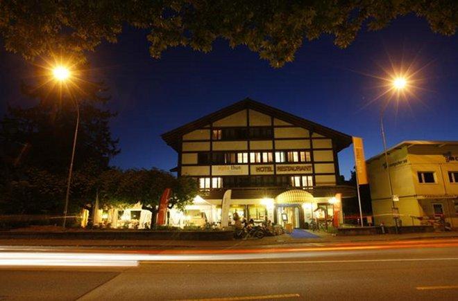 Hotel Alpha bei Nacht