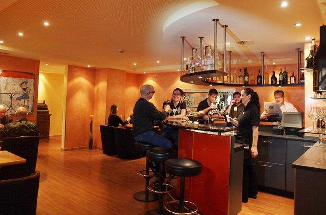Die Bar im Restaurant Holiday